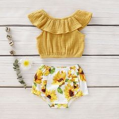 Baby / Toddler Solid Flounced Top and Sunflower Shorts Set Baby- / Kleinkind-Shorts mit Volants und Sonnenblumenmuster Baby Kids Clothes, Baby & Toddler Clothing, Toddler Outfits, Kids Outfits, Baby Girl Clothes Summer, Winter Outfits, Boho Baby Clothes, Infant Clothing, Boy Clothing