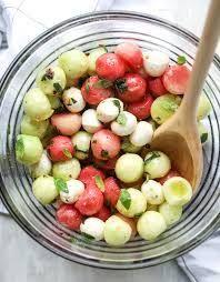 Marinated Mozzarella Melon Salad. - How Sweet Eats Mozzarella Salat, Fresh Mozzarella, Roast Beef Sliders, Cooking Recipes, Healthy Recipes, Pizza, Menu, How Sweet Eats, Soup And Salad