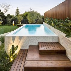 From a Tuscan-style resort to a rustic farmhouse swimming pool, these pools will. Pool Landschaftsgestaltung From a Tuscan-style resort to a rustic farmhouse swimming pool, these pools will. - Home Decor Design Small Backyard Pools, Backyard Pool Landscaping, Backyard Pool Designs, Swimming Pools Backyard, Swimming Pool Designs, Landscaping Ideas, Patio Ideas, Pool Fence, Pool Decks