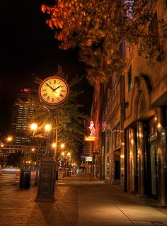 Makes me miss The Short North - Columbus Ohio...I so long for a good gallery hop!
