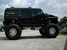when George Thorogood sang Bad to the Bone he was all kinds of rollin in this Jacked Hummer.and probably rollin in Texas. Suv Trucks, Lifted Trucks, Cool Trucks, Chevy Trucks, Cool Cars, Hummer Cars, Hummer Truck, Hummer H3 Lifted, Jeep Cars