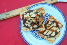 The BBQ Sauce Lovers Grilled BBQ Chicken Pizza- YUM!- grillgrrrl.com