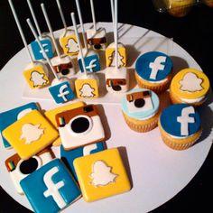 """💕Decorando mis Galletas 💕's Instagram photo: """"Redes sociales! #socialmediabirthday  #facebook  #snapchat  #instagram #socialmedia #cupcakes #cakepops #decoratedcookies #tijuana"""" Snapchat, Cupcakes, 13th Birthday, Cookie Decorating, Social Media, Facebook, Instagram, Desserts, Food"""