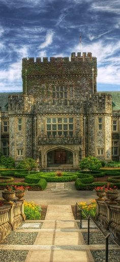 Hatley Castle in Colwood (near Victoria on Vancouver Island) in British Columbia, Canada • photo: Brandon Godfrey on Flickr
