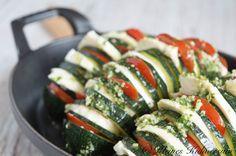 Zucchini-Fächer mit Tomaten und Mozzarella