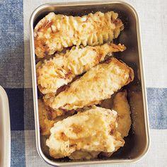 天ぷらにするとさめてもおいしく、ささ身でもパサつきません「ささ身の天ぷら」のレシピです。プロの料理家・ワタナベマキさんによる、とりささ身などを使った、1個分61Kcalの料理レシピです。