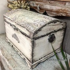 Vintage chest- great for storing blankets or things you want to hide ; Shabby Chic Porch, Shabby Chic Kitchen, Decoupage Box, Decoupage Vintage, Recycled Furniture, Painted Furniture, Furniture Makeover, Diy Furniture, Altered Cigar Boxes
