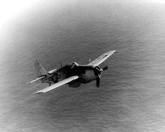 FM-2 Wildcat de l'USS Card en vol, le 10 février 1944.