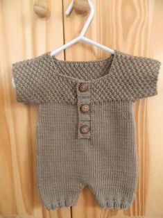 Der Neuen : Tutorial: Kurzer Baby-Overall Jersey Jersey / Weizenstich, Baby Knitting Patterns, Baby Patterns, Crochet Pattern, Baby Outfits, Kids Outfits, Baby Boy Overalls, Tricot Baby, Baby Pullover, Baby Jumpsuit