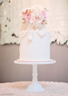 Pink and gold. Anna Elizabeth Cakes.