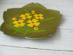 Vintage Lacquerware Petal Plate with mod yellow and red flowers by lookonmytreasures on Etsy