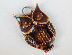 Handmade porcelain pendant , owl . de Majoyoal en Etsy