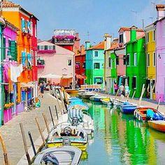 Burano, Italy via @leandri.dannhauser