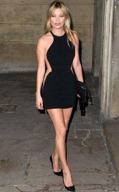 A modelo Kate Moss é outra apaixonada pelos vestidos Stella McCartney. Bem justinho e com transparência, ele deixou a top ainda mais magra