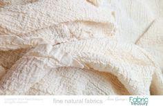 """Dyeable algodón orgánico. Tela de Crepe de algodón. Tela arrugada. Crepe lavado 20s. arrugado de 36 """"de ancho / 50"""" estirada ancho."""