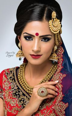 Sindhi duhri mala and punjabi jhumar Indian Bridal Makeup, Bridal Beauty, Wedding Makeup, Pakistan Bride, Indian Bridal Hairstyles, Bollywood Jewelry, Bride Portrait, Oriental Fashion, Asian Fashion