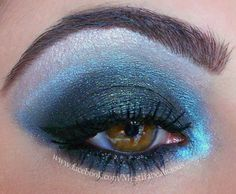 This wearable midnight blue smokey eye look is perfect for a winter night out. Neutral Eye Makeup, Bright Eye Makeup, Subtle Makeup, Neutral Eyes, Makeup For Brown Eyes, Smokey Eye Makeup, Sexy Makeup, Love Makeup, Makeup Looks