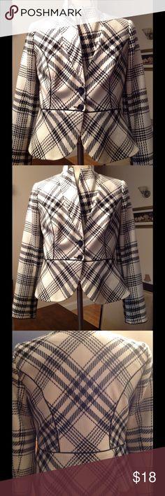 WHITE HOUSE BLACK MARKET JACKET 40% wool 31% acrylic 29% polyester. In good condition. White House Black Market Jackets & Coats Blazers