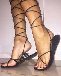 Sexy Foot Arch in Exquisitely Thin Strap Sandals! Cute Toes, Pretty Toes, Feet Soles, Women's Feet, Sexy Legs And Heels, Sexy High Heels, Pies Sexy, Sexy Zehen, Pretty Sandals