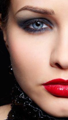 Red lips & Smokey eyes