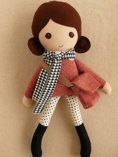 Reservados para Kelly - tela muñeca trapo muñeca marrón pelo chica en vestido rojo Tweed y Polka puntos polainas