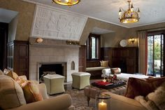 Eric Schmidt lounge. Via Decorati - 2013 Homes of Famous People Around Silicon Valley
