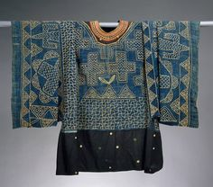 indigo tunic: Unknown group (Grassfields, Cameroon), Formal Shirt, wool/cotton, c. Ethnic Fashion, African Fashion, Mode Cool, Design Textile, African Textiles, Formal Shirts, Folk Costume, Traditional Outfits, Wearable Art