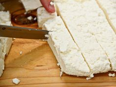 This Indian cheese is easy to prepare and can be made in only a few steps. Paneer is a fresh cheese that needs no ageing, you can make it and eat it right away! Indian Cheese, Vegetable Sides, Side Recipes, Ageing, Feta, Yummy Food, Homemade, Vegetables, Cooking