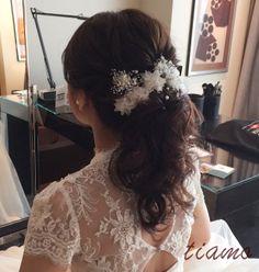 ふんわりポニーからハーフアップへ♡お綺麗な花嫁さまの大人可愛いウエディング   大人可愛いブライダルヘアメイク 『tiamo』 の結婚カタログ