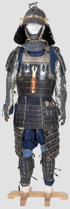 put together from old pieces, mid and late Edo period. Festival kabuto with 16 plates in the style of an akodanari helmet. Embossed, four-stage tehen kanamono. Iron suji and igaki, gold-bronzed. ...