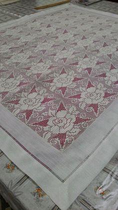Kurs işlerimizden dantel Filet Crochet, Home Crafts, Bohemian Rug, Quilts, Blanket, Embroidery, Rugs, Lace, Tablecloths