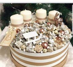 Christmas Advent Wreath, Xmas Wreaths, Christmas Porch, Winter Christmas, Christmas Time, Advent Wreaths, Christmas Centerpieces, Xmas Decorations, Advent Box