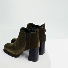 Image 7 of HIGH HEEL VELVET BOOTIE from Zara