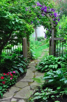 Flagstone garden pathway in Mississauga, Ontario, Canada • photo: Heather Bradley on Three Dogs in a Garden