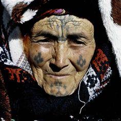 De tout temps, le tatouage a été une coutume chez les femmes berbères, que ce soit à titre ornemental, pour se parer et se rendre plus...
