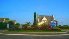 Photo : Rond-point fleuri,  France, Fleurs et plantes, Lannilis. Toutes les photos de Erwan GARGADENNEC sur L'Internaute