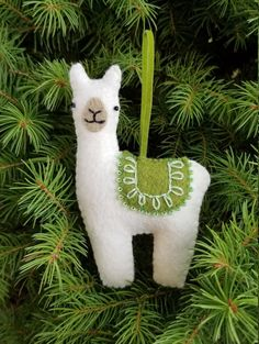Best embroidery Christmas gifts felt ornaments ideas Shaping and crafting Christmas decorations from felt - adornos De en fielt .Shaping and crafting Christmas decorations from felt - bornings De in filter Manualidades photos of Christmas Sewing, Kids Christmas, Handmade Christmas, Llama Christmas, Prim Christmas, Felt Christmas Decorations, Felt Christmas Ornaments, Christmas Nativity, Christmas Presents