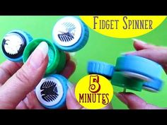 DIY Do It Yourself - Spinner WITHOUT bearings. Fidget Spinner out of bottle caps. How to make fidget spinner at home. This is a step-by-step tutorial video. Make Fidget Spinner, Figet Spinners, How To Make Origami, Diy Crafts To Sell, Homemade Gifts, Make It Simple, Things To Sell, Bottle Caps, Easy