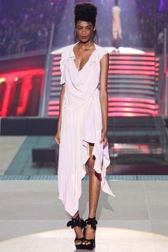 Vivienne Westwood Parigi - Spring Summer 2014 Ready-To-Wear - Shows - Vogue. Spring Fashion, High Fashion, Fashion Show, Fashion Design, Fashion Trends, Paris Fashion, Women's Fashion, Vivienne Westwood, English Fashion