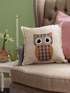 Dieser Kissenbezug ist echt ein Hingucker. Mit unserer Anleitung und der Vorlage zum Ausdrucken kann dieses Kissen schon bald auf Ihrem Sofa Platz nehmen.                                                                                                                                                                                 Mehr