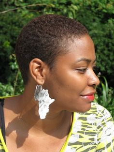 Articles semblables à Leather Africa Earrings sur Etsy - Cosmetology - Cheveux Short Natural Styles, Natural Hair Short Cuts, Short Natural Haircuts, Tapered Natural Hair, Short Hair Cuts, Short Afro Hairstyles, African Hairstyles, Bald Hair, My Hairstyle