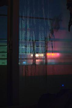 Fotograaf:Yuge, Tumblr Titel: Hollow Jaartal: 19 jan, 2013 photographers on tumblr Jan 19th. Dit bord inspireert mij door door de roodkleurige/blauwe vloed. Het is niet dat ik het wil gebruiken in mijn filmpje, maar het brengt mij op ideeen over kleuegebruik.