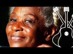 """Leonor González Mina (Jamundí, Valle del Cauca, 16 de junio de 1934), es una artista profesional a nivel internacional y folclorista afrocolombiana, conocida como """"la Negra Grande de Colombia"""". Ha incursionado en ritmos como boleros, pasillos, bambucos, ritmos del caribe y del pacífico."""