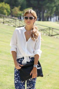 Pantalones De Flores Y Blusa Blanca