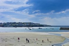 Families playing on the beach at Kilkee © Tim Graham / Getty Images