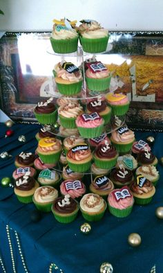 Muslim Cupcake Display - great idea for an Eid Party