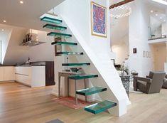 meubles sous escalier petit espace- table console au-dessous des marches en verre