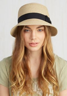 It's been awhile since you returned to your roots, and a homecoming in this light tan hat will make the most memorable impression! Timelessly sophisticated with a '20s-inspired silhouette hugged by a black grosgrain ribbon and bow, this woven chapeau will make your arrival feel like the tops.