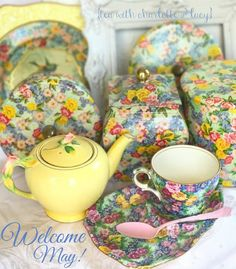 Beauty!!! Vintage China, Vintage Tea, Antique China, Tea Display, Antique Tea Cups, My Cup Of Tea, Tea Service, China Porcelain, Tea Time