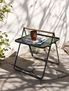 By Your Side Table is a smart and lightweight aluminum table , easy to take with you. A good choice next to your lounge chair outdoors or a bed or sofa indoors. The tray is designed with thin grooves in each side - making it easy for rainwater to access. Aluminum Tray, Touch Up Paint, Modern Outdoor Furniture, Modern Decor, Patricia Urquiola, Design Bestseller, Teak Table, By Your Side, Bruges